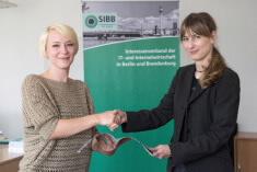 BU: Neues Mitglied beim SIBB in Berlin– Stellar Datenrettung v.l. Tina Radau, Mitgliederbetreuung beim SIBB e.V. und Sylvia Haensel, Ltg. Business Development D/A/CH bei der Stellar Datenrettung, Bildrechte: www.stellar.ch
